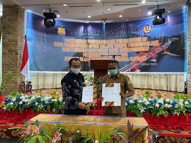 Penyerahan Piagam Penghargaan WTP Prov. Papua dan Kab/Kota